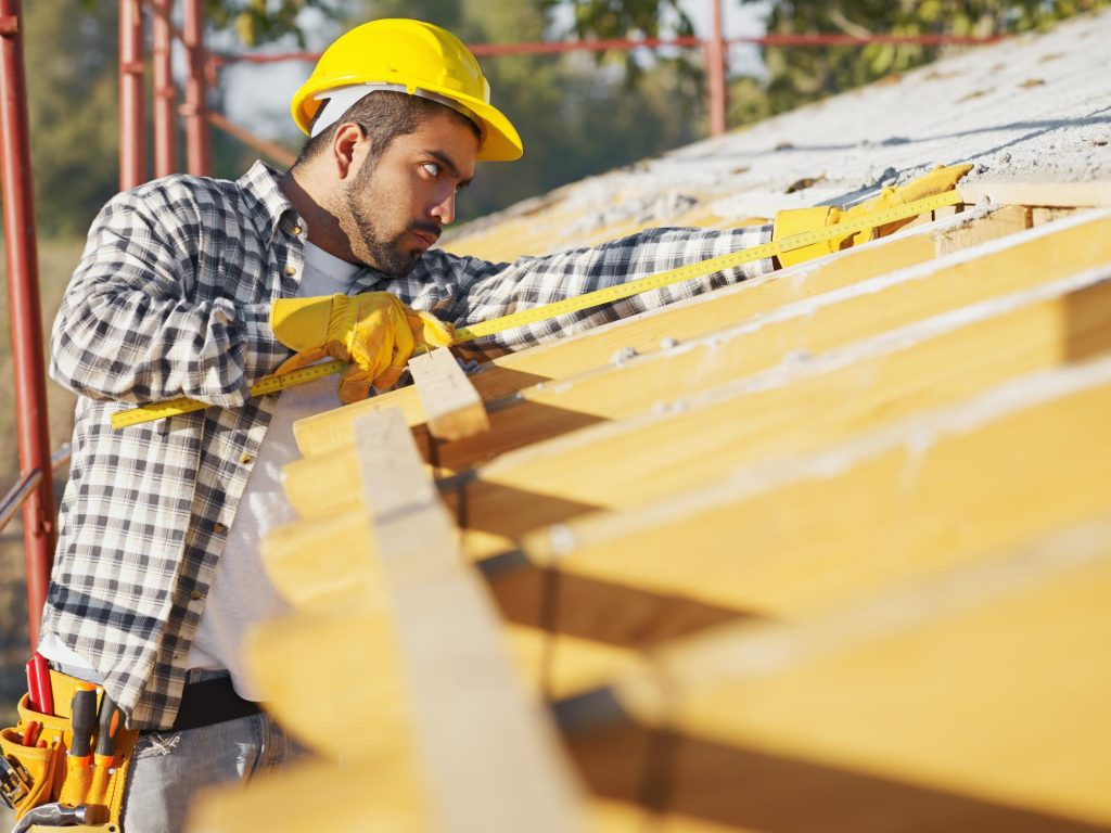 professional roofers doing roofing repair