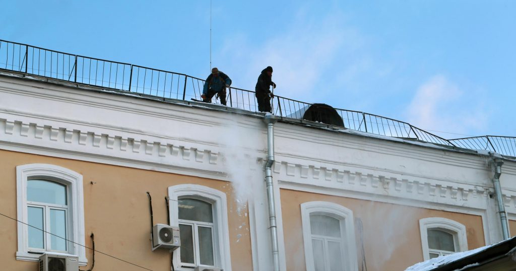 professional roofers doing commercial roofing