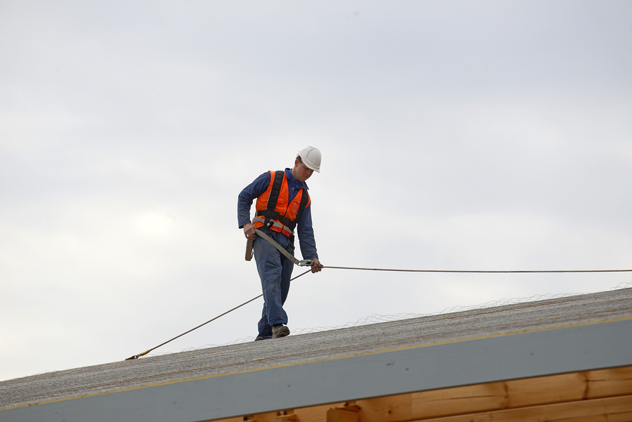 professional roofers doing commercial roofing repair