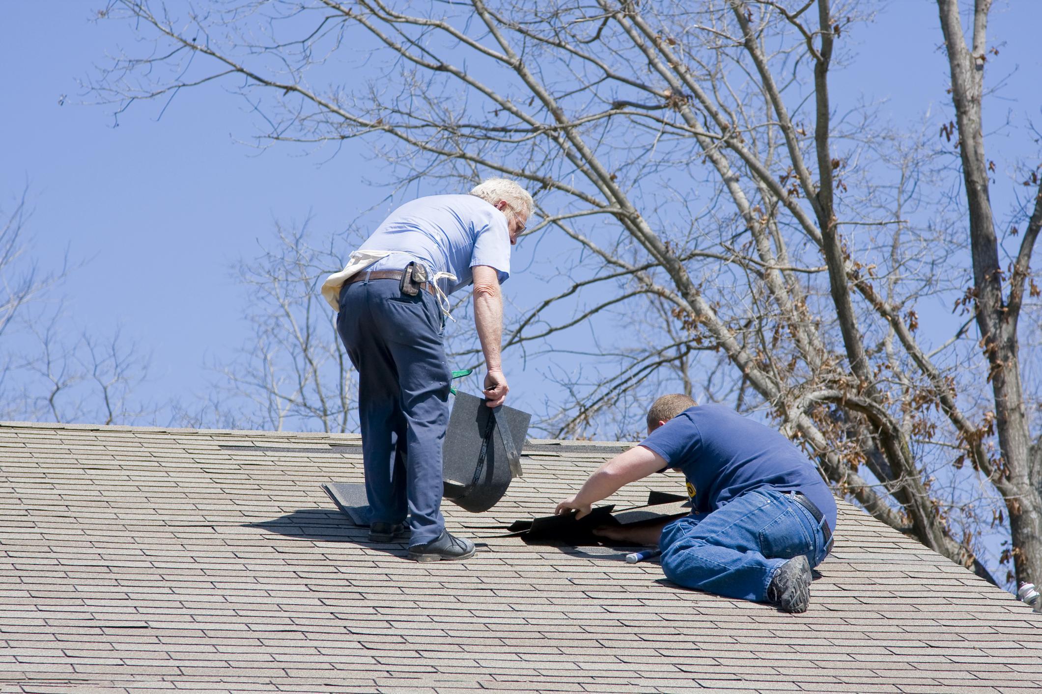 professional roofing contractors doing roof leaks repair